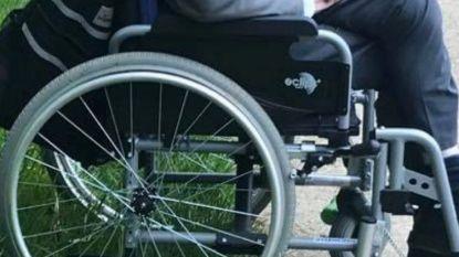 """Kringwinkel verkoopt per ongeluk rolstoel tachtiger die spullen komt afleveren: """"We betreuren dit ten zeerste"""""""