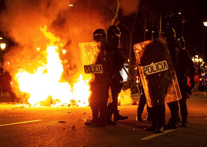 De violentes manifestation se sont déroulées durant la nuit de mardi à mercredi à Barcelone.