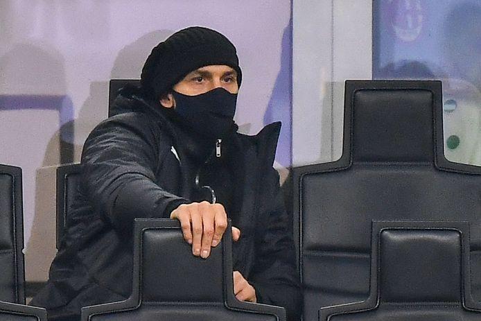 Zlatan Ibrahimovic op de tribune.