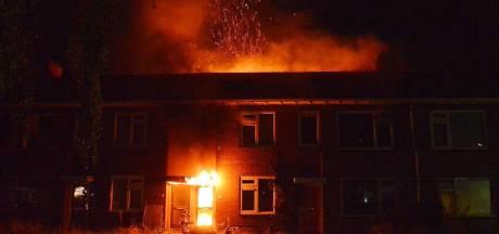 Felle uitslaande brand verwoest rijtjeshuis in Steenwijk