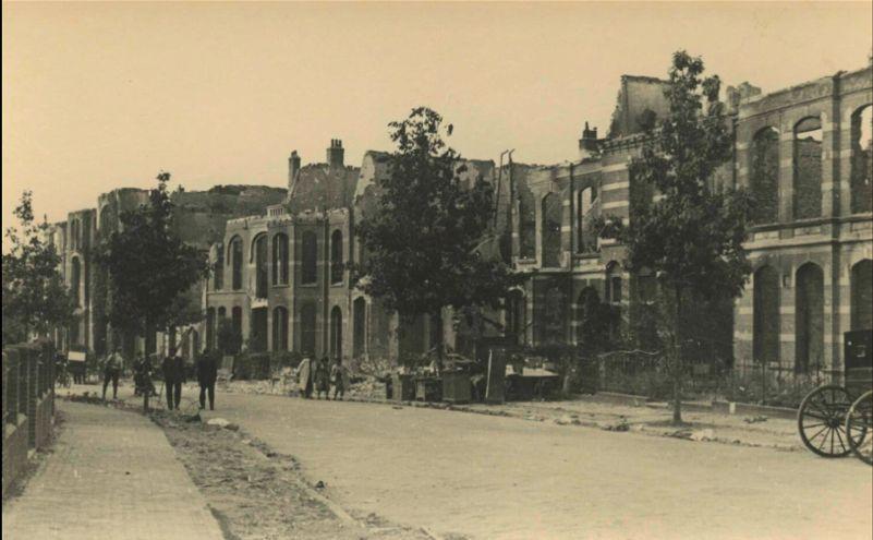 De Barbarossastraat na de verwoestingen bij de bevrijding op 21 september 1944.
