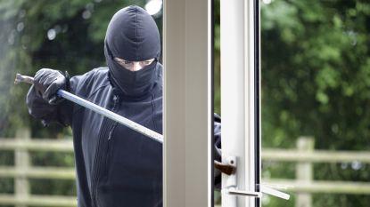 Inbrekers doorzoeken woning en stelen geld
