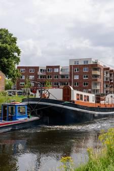 De Saffraan op sleeptouw naar Zaandam