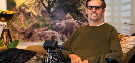 Blinde natuurfotograaf Adri de Visser uit Harderwijk: 'Als je weinig meer kan, ga je andere normen stellen aan het leven'