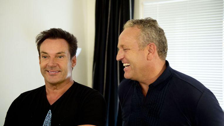 Gerard Joling en Gordon (R) tijdens de presentatie van het televisie-programma van de RTL 4 'Effe Geen Cent Te Makken' Beeld null