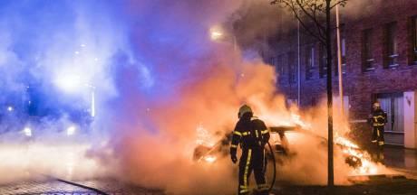 Twee auto's uitgebrand in Tilburgse woonwijk: politie sluit brandstichting niet uit