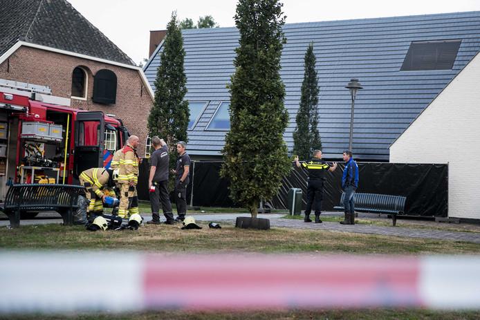 Een auto is ingereden op het gemeentehuis van Lingewaard in Bemmel. Dat gebeurde in de nacht van dinsdag op woensdag. Kort na de brand werd de bestuurder dood gevonden.