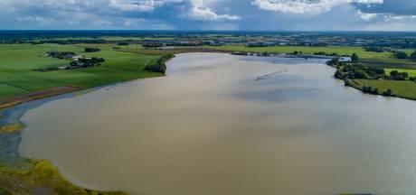 Bouw drijvend zonnepark Zwolle stilgelegd na nieuw bezwaar uit de omgeving