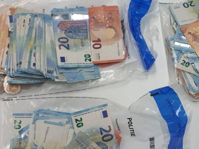 Drugs en geld werd in beslag genomen