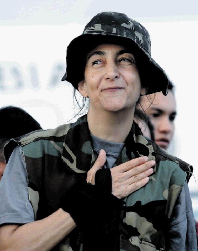 Ingrid Bétancourt wordt bevrijd uit de klauwen van de Farc. ( FOTO AFP) Beeld AFP
