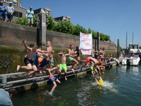 Gedoogbeleid zwemmen haven Zierikzee houdt niet lang stand
