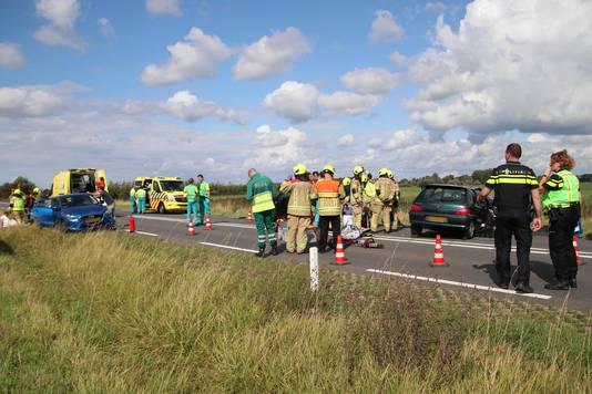 Hulpdiensten rukten massaal uit  voor het ongeluk, waarbij in totaal zestien mensen gewond raakten