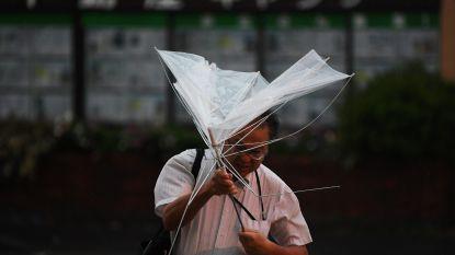 Krachtige tyfoon Faxai legt leven in Japan grotendeels plat: al een dode, miljoenen mensen zonder stroom