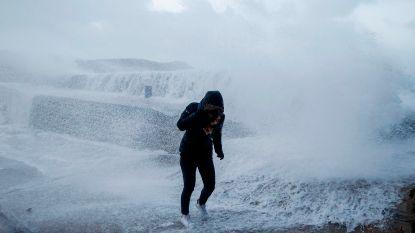 Storm Eleanor eist dodelijk slachtoffer in Frankrijk, Nederland sluit alle stormvloedkeringen voor allereerste keer ooit