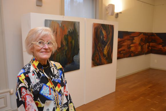 Leona viert haar tachtigste verjaardag op een wel erg bijzondere manier: door tachtig van haar mooiste kunstwerken te veilen voor het goede doel.