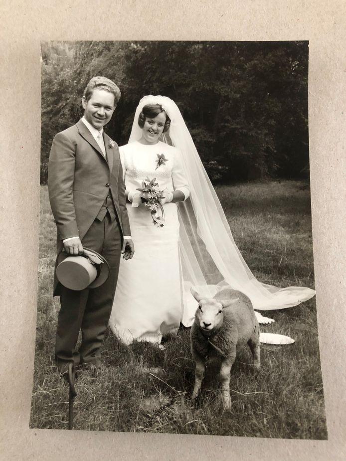 Trouwfoto van Bert en Maria van den Eijnden-Brom uit Valkenswaard.