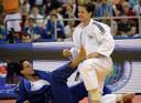 Edith Bosch (in het wit) op de mat tijdens het EK Judo in 2013.