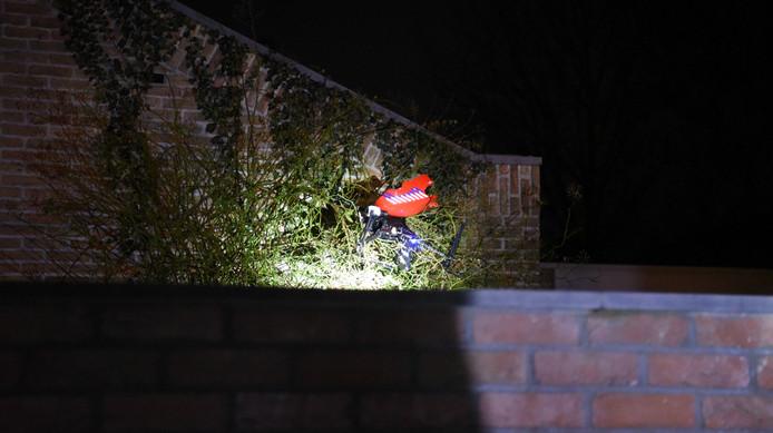 De drone kwam in een klimop bij een woning terecht.