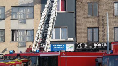 Buren geëvacueerd bij uitslaande brand aan Dampoort