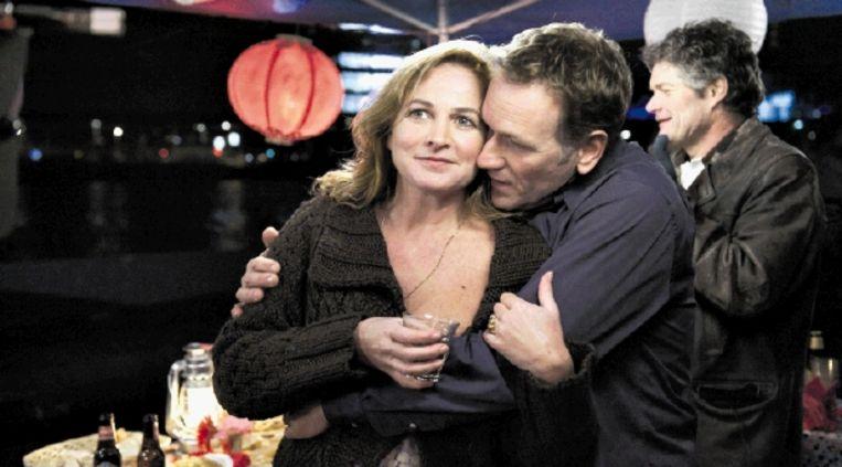 Anneke Blok (links) als moeder Aleid in het melodrama 'Alles stroomt'. (Trouw) Beeld