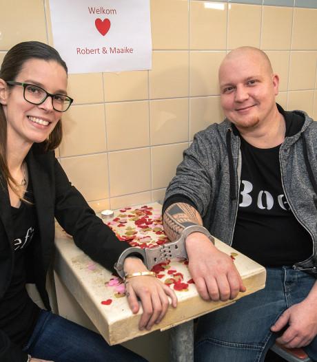 Geboeid valentijnsdiner bij de politie in Lelystad: lekker met een romantisch soepje uit de automaat
