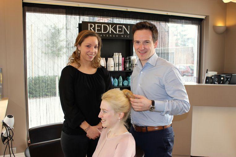 De jonge kapper laat zijn kapsalon voorlopig in handen van Celine Van Eenoo.
