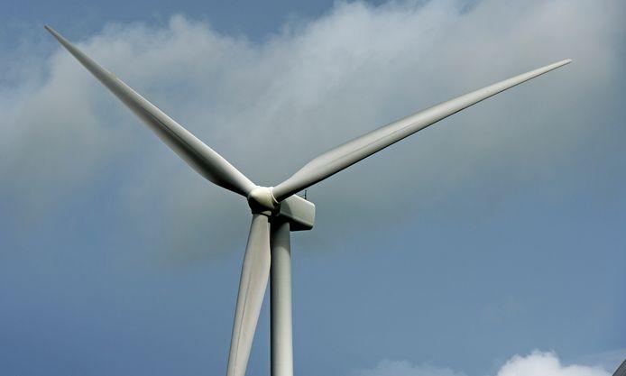 Langs de Rijn tussen Angeren en Doornenburg komen twee windmolens. Foto ter illustratie.