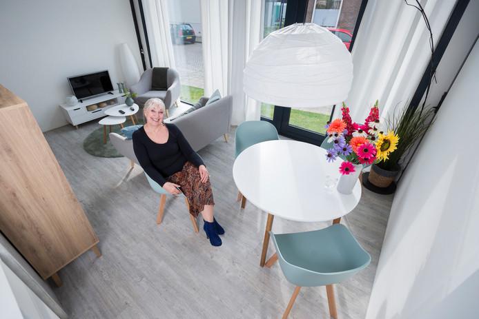 Marion Gemser na haar overnachting  in de modelwoning in Tolkamer.