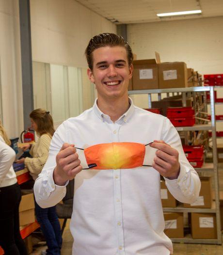 Hè? Dat mondkapje had net een andere kleur! Tom (22) trekt succes van z'n zwembroeken door