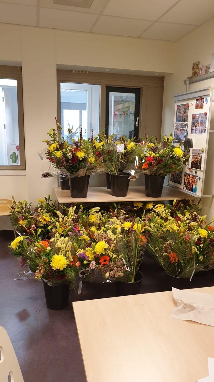 Bossen bloemen in het ziekenhuis in Winterswijk.