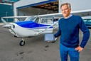 Django Boer (53) organiseert WOII-themavluchten in een sportvliegtuig boven Rotterdam.