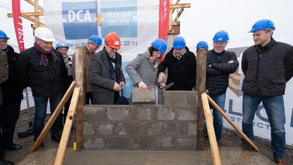 Volkshuisvesting legt eerste steen van nieuwe wijk