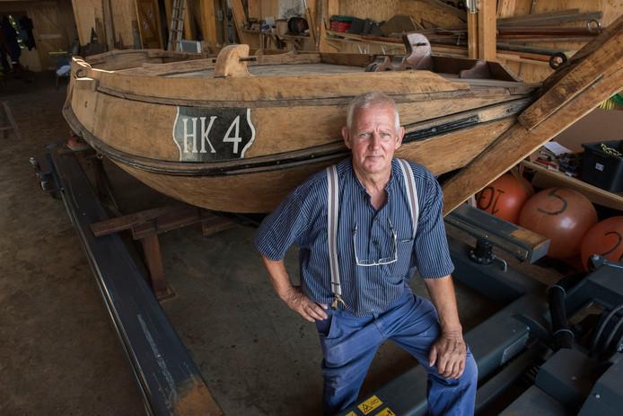 Scheepstimmerman Willem Timmer heeft zich voor de Botterstichting Harderwijk volledig op de restauratie bij de HK4 gestort.