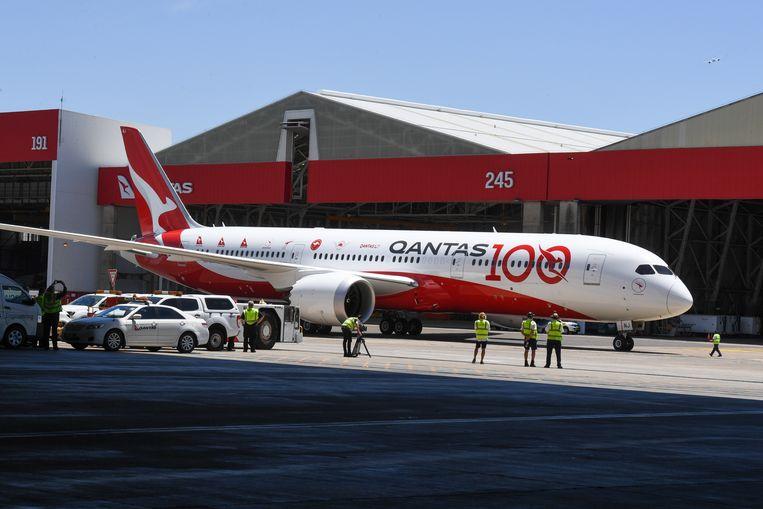 Qantas vlucht QF7879 komt aan in bij de hangar in Sydney.