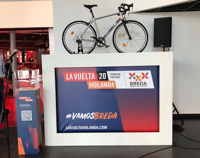 In het Chassé Theater in Breda staat een ideeënbox die mensen moet aansporen met plannen rond La Vuelta Holanda 2020 te komen.