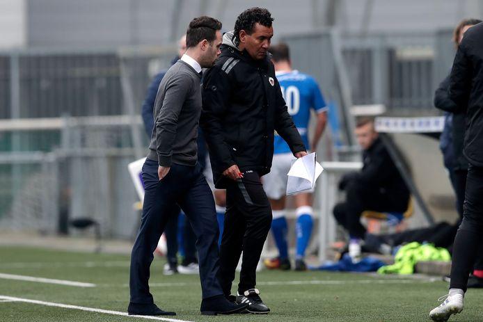 Den Bosch-coach Erik van der Ven en zijn Ecxelsior-collega Ricardo Moniz.