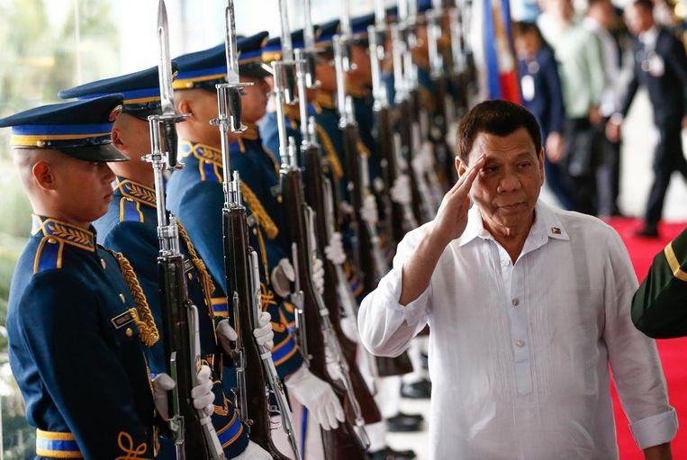 De Filipijnse president Rodrigo Duterte liet via een woordvoerder weten wel voor het hof te willen verschijnen. 'Hij zal uitleggen dat de strijd tegen drugs legaal is'. Beeld afp