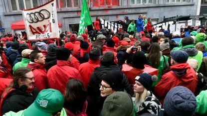 """Rode verf tegen """"asociale overheid"""""""