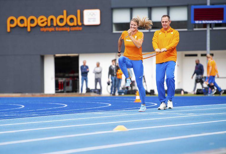 Dafne Schippers traint met Bart Bennema in september op Papendal vlak voor de WK atletiek in Doha.  Beeld ANP