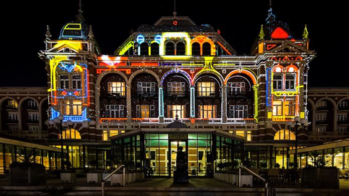 Kurhaus lichtprojectie in het kader van Feest aan Zee.