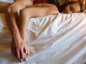 Saint-Valentin: les conseils d'une pro pour passer une nuit torride avec votre moitié