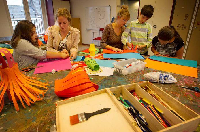 Knutselen in de klas (foto ter illustratie).