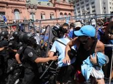 Le cercueil de Diego Maradona évacué de la Casa Rosada après des incidents