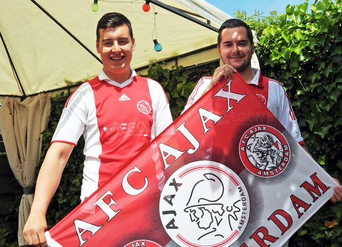 Ajax-supporters Jordi Roose (links) en Maik Verpoorte op een foto uit 2017.