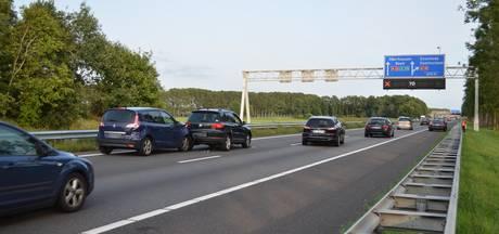 File bij Oud-Dijk door ongeval met drie auto's op A12