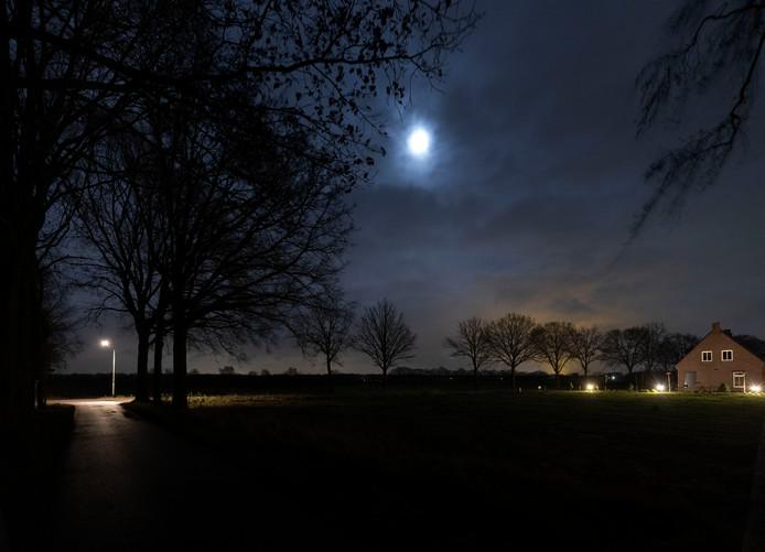 Donker Deurne door minder straatverlichting aan de Vuurlinie in de Neerkant
