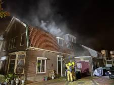 Forse schade door woningbrand in Velp, straat afgezet