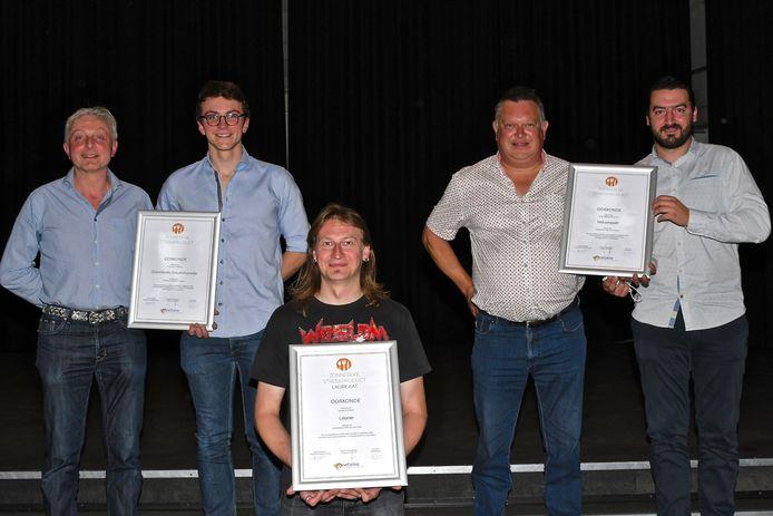 Centraal laureaat Bram Vandewalle, links Hein Vandeputte en zoon Florijn, rechts Hans Bouten en schoonzoon Niels Demasure