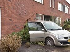 Auto rijdt huis binnen: 'Als hij door die ruit was gegaan, was hij in de keuken tot stilstand gekomen'