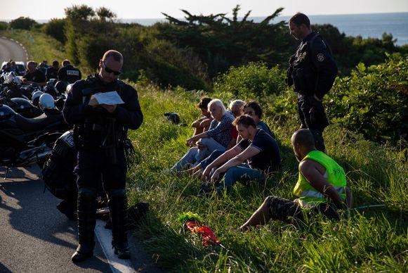 Er werden zeventien mensen gearresteerd.
